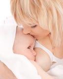 Madre che allatta al seno la sua neonata appena nata Fotografia Stock Libera da Diritti
