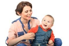 Madre che gioca con suo figlio Fotografia Stock