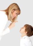 Madre che rimprovera il suo figlio Fotografia Stock