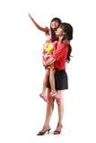 Madre che tiene la sua piccola figlia fotografie stock libere da diritti