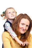 Madre con el abarcamiento de la hija Fotos de archivo libres de regalías