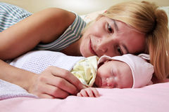 Madre con el bebé Fotografía de archivo libre de regalías
