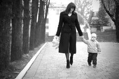 Madre con el bebé. Foto de archivo