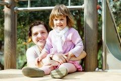 Madre con el bebé en patio Imagen de archivo