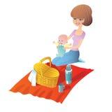 Madre con el bebé en una comida campestre Fotografía de archivo libre de regalías