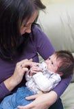 Madre con el bebé recién nacido fotos de archivo libres de regalías