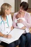 Madre con el bebé recién nacido Fotografía de archivo libre de regalías