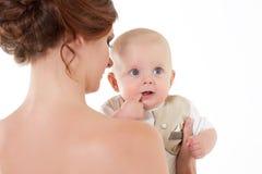 Madre con el pequeño bebé imagen de archivo libre de regalías