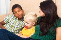 Madre con i bambini Fotografie Stock Libere da Diritti