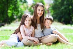 Madre con i suoi bambini Fotografia Stock Libera da Diritti