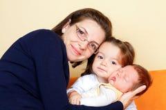 Madre con i suoi bambini Fotografie Stock