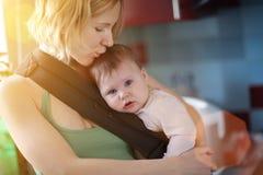 Madre con il bambino Fotografie Stock