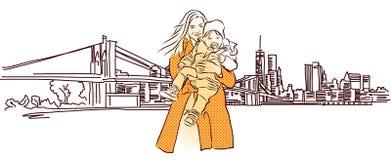 Madre con il bambino davanti a panorama di New York Immagini Stock