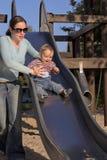 Madre con il bambino sulla trasparenza Fotografie Stock
