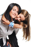 Madre con la hija aislada en el fondo blanco Foto de archivo