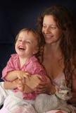 Madre con la risa del niño Foto de archivo libre de regalías