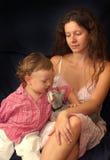 Madre con la risa del niño Fotos de archivo