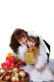 Madre con los juguetes de la hija y de la Navidad Fotos de archivo libres de regalías