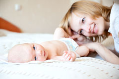 Madre con recién nacido Imagen de archivo libre de regalías