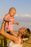 Madre con su bebé Imagenes de archivo