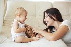 Madre con su bebé Imagen de archivo libre de regalías