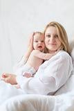 Madre con su bebé recién nacido Fotos de archivo