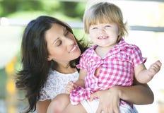 Madre con su hija hermosa Fotografía de archivo libre de regalías