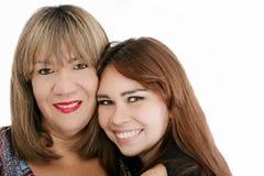 Madre con su hija que mira la cámara Imagen de archivo libre de regalías