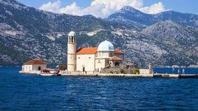 Madre de la isla de dios en las rocas, Montenegro imágenes de archivo libres de regalías