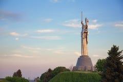 Madre del monumento en Kyiv, Ucrania de la patria Imagen de archivo