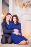 Madre del padre del Año Nuevo del embarazo Imágenes de archivo libres de regalías