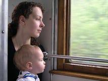 Madre del treno con il figlio Fotografie Stock Libere da Diritti