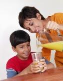 Madre del zumo de naranja. Imágenes de archivo libres de regalías