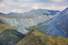 Madre della montagna del mondo e della valle di Jarlu Mountai di Altai Fotografia Stock Libera da Diritti