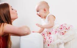 Madre di bellezza con il bambino Immagini Stock Libere da Diritti