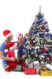Madre e bambini felici sopra l'albero di Natale Fotografia Stock