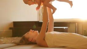 Madre e bambino stock footage
