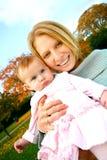 Madre e bambino esterni Immagini Stock Libere da Diritti
