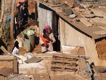 Madre e bambino poveri. Fotografia Stock