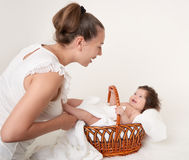 Madre e bambino su bianco Immagine Stock Libera da Diritti