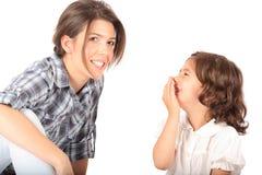 Madre e bambino su priorità bassa bianca Immagine Stock