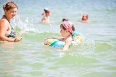 Madre e bambino in vacanza Immagini Stock