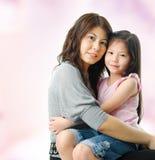 Genitore e bambino asiatici. fotografie stock