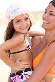 Madre e figlia all'aperto Immagini Stock
