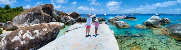 Madre e figlia alla costa scenica Fotografia Stock Libera da Diritti