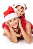 Madre e figlia in cappelli del Babbo Natale Fotografia Stock Libera da Diritti