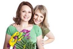 Madre e figlia che celebrano giorno della madre Fotografie Stock Libere da Diritti