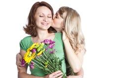 Madre e figlia che celebrano giorno della madre Fotografie Stock