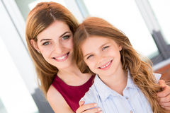 Madre e figlia felici Immagine Stock