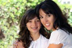 Madre e figlia graziose Immagini Stock Libere da Diritti